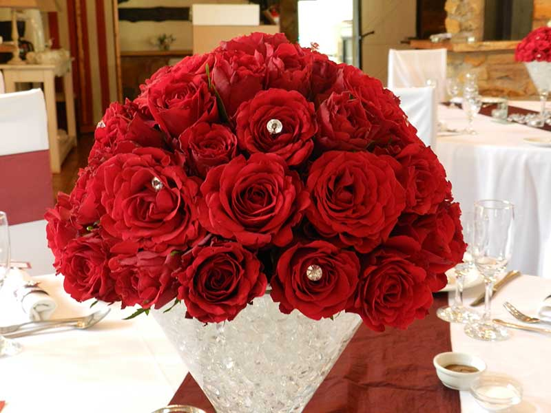 Guest table – domed roses