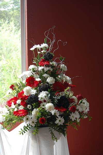 Mass arrangement – red/black/white